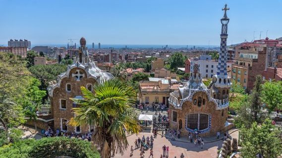 Barcelone_-_Parc_Güell_-_Entrée.jpg